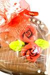 Chocoladehart gevuld met Bonbons en rode Rozen van Marsepein