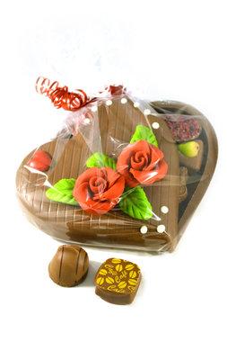 Chocoladehart gevuld met bonbons 'open'